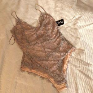 Lace detailed bodysuit